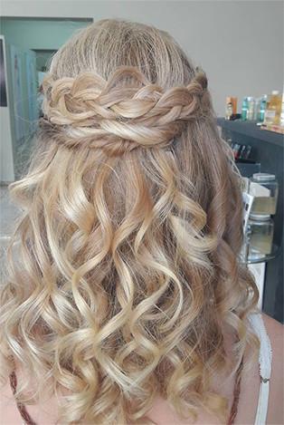 Γυναικέιο Χτένισμα στα κομμωτήρια Touch Hair Salloon