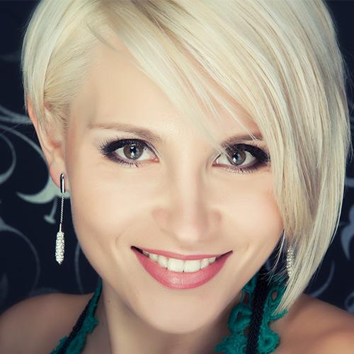 Κοντό γυναικείο κούρεμα στα Touch Hair Salloon κομμωτήρια Λάρισα